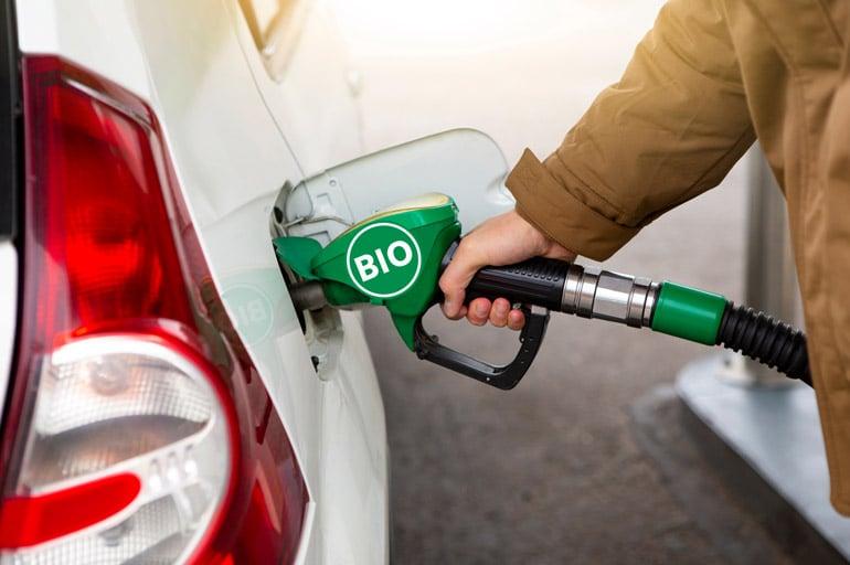 filling-automobile-biofuel