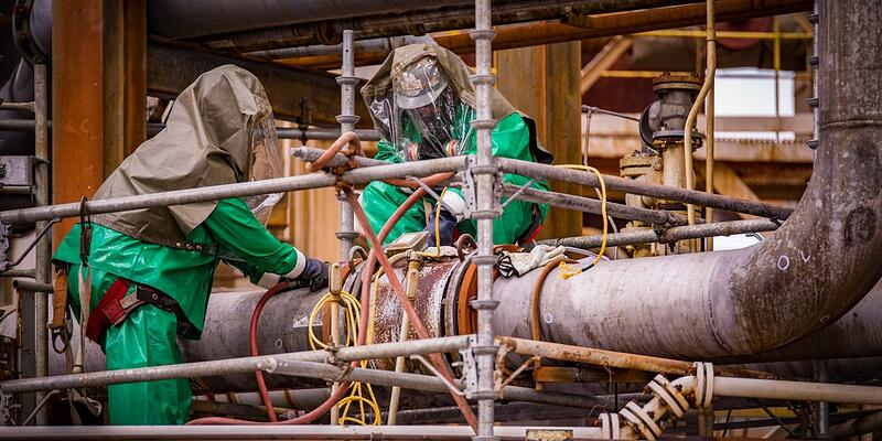 veolia-professionals-handling-sulfuric-acid