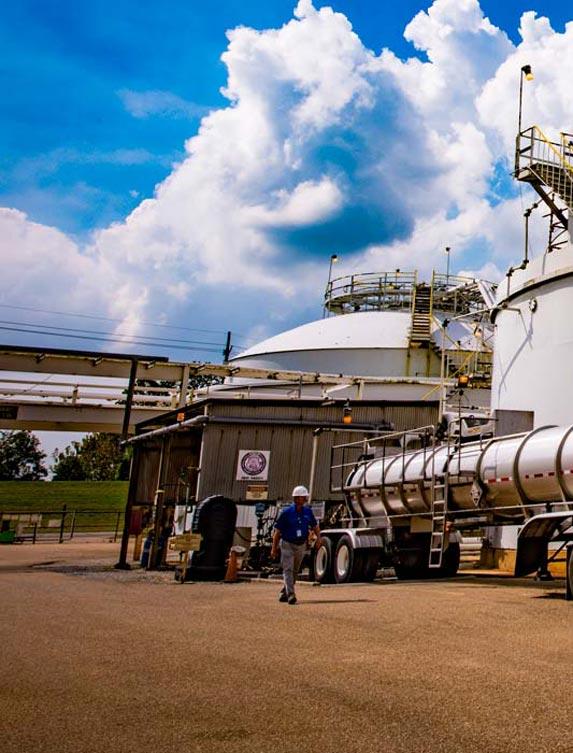 Tanker delivering spent sulfuric acid